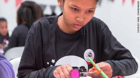 Para 2020, el 80% de los puestos de trabajo estarán relacionados con STEM (Ingeniería de Tecnología Científica y Matemáticas), predice MEDO, pero actualmente sólo el 14% de la fuerza laboral STEM a nivel mundial son mujeres.
