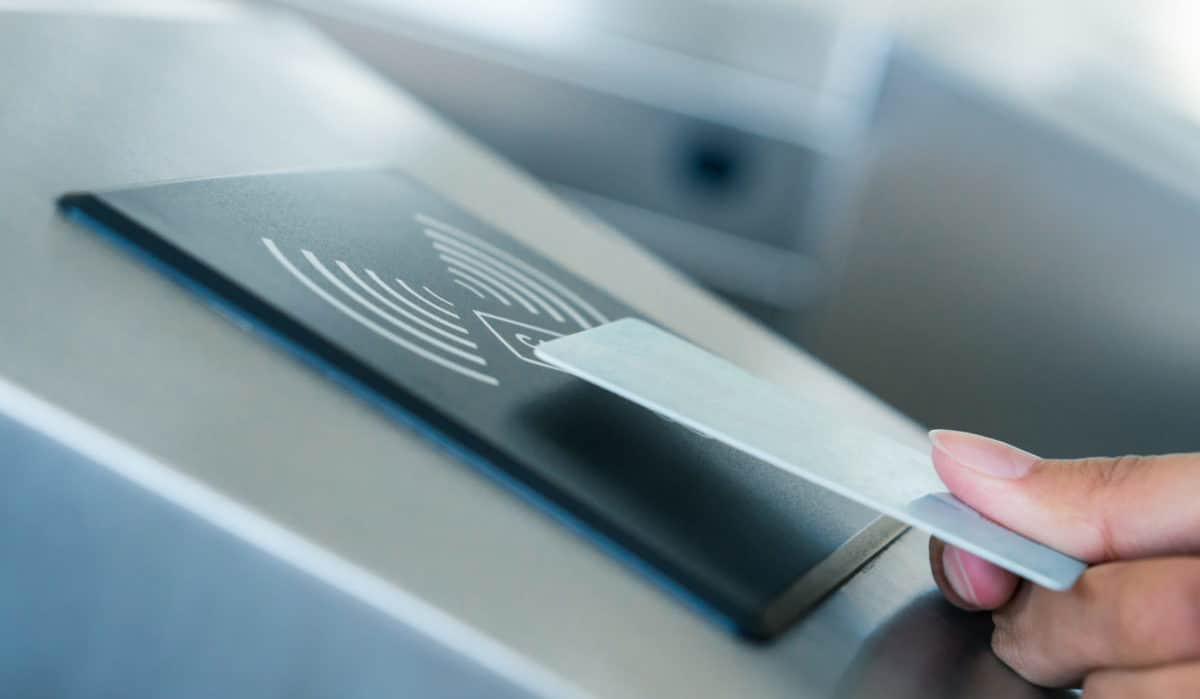 ¿Cómo ayuda la tecnología RFID en la industria hotelera?